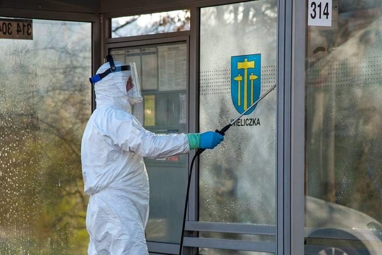 Wieliczka. Pierwsza dezynfekcja w mieście i gminie. Będą kolejne [ZDJĘCIA]