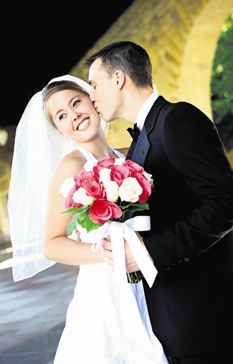 Coraz mniej małżeństw zawierają ludzie bardzo młodzi