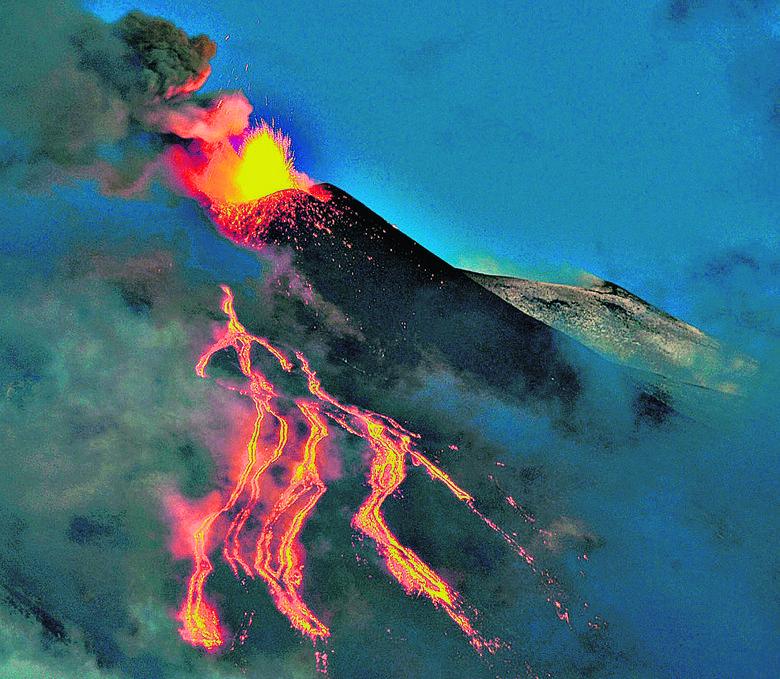 Ujęcia wulkanu Etna wykorzystano w scenie walki na Mustafar. Przede wszystkim pokazano wypływ lawy