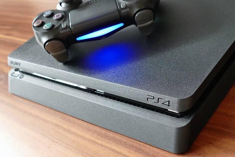 Konsola Playstation za darmo? Taka oferta powinna wzbudzić naszą czujność.