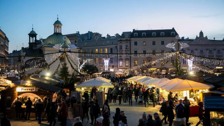 Krakowski jarmark rozpocznie się 29 listopada i potrwa do 26 grudnia. Kraków chwali się wielowiekową targów świątecznych, które tradycyjnie odbywają