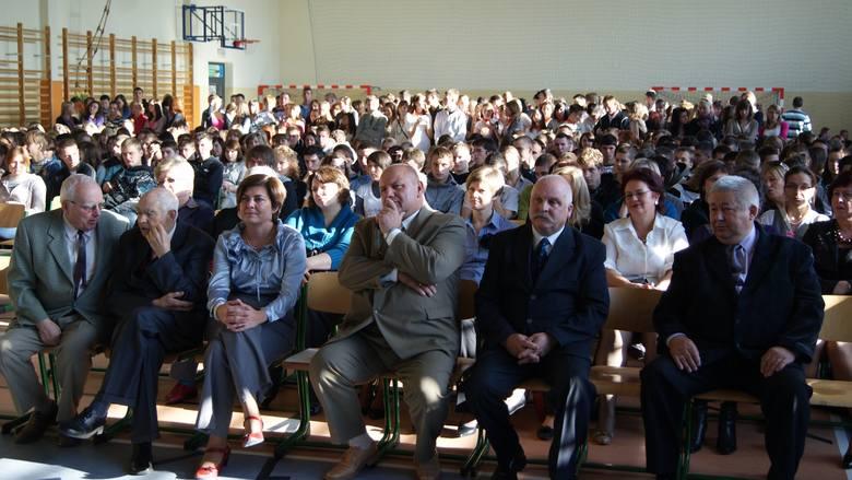 Skierniewicki Ekonomik obchodzi 95. urodziny. Ostatnie niemal dwudziestolecie dziejów szkoły związane jest z siedzibą na ul. Działkowej – nowy budynek szkolny otwarty został 14 lutego 2000 roku. Przedstawiamy fotograficzne dzieje szkoły w XXI wieku.