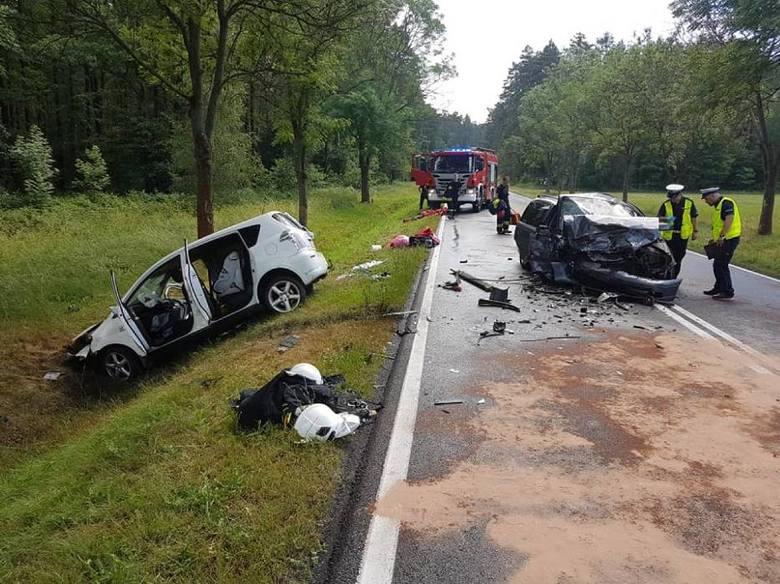 W piątek w miejscowości Dziadkowo niedaleko Milicza zderzyły się dwa samochody osobowe. W wypadku zostało rannych 8 osób, w tym dwoje dzieci, które wymagały