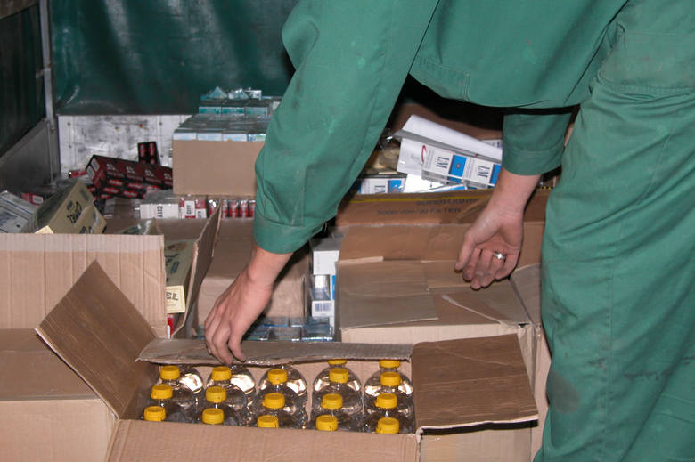 Super gang spirytusowy sprzedał ponad 223 tys. litrów odkażonego alkoholu. Dbali o to, by klienci byli zadowoleni