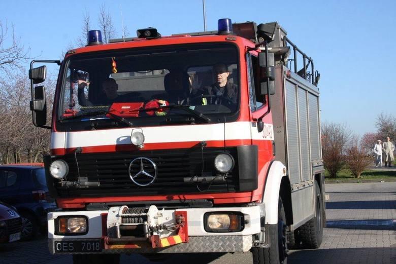 Strażacy gaszą sześć hektarów lasu w Gosławicach
