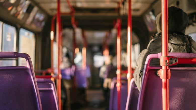 Jeździsz komunikacją miejską? Uważaj - możesz zarazić się nie tylko grypą