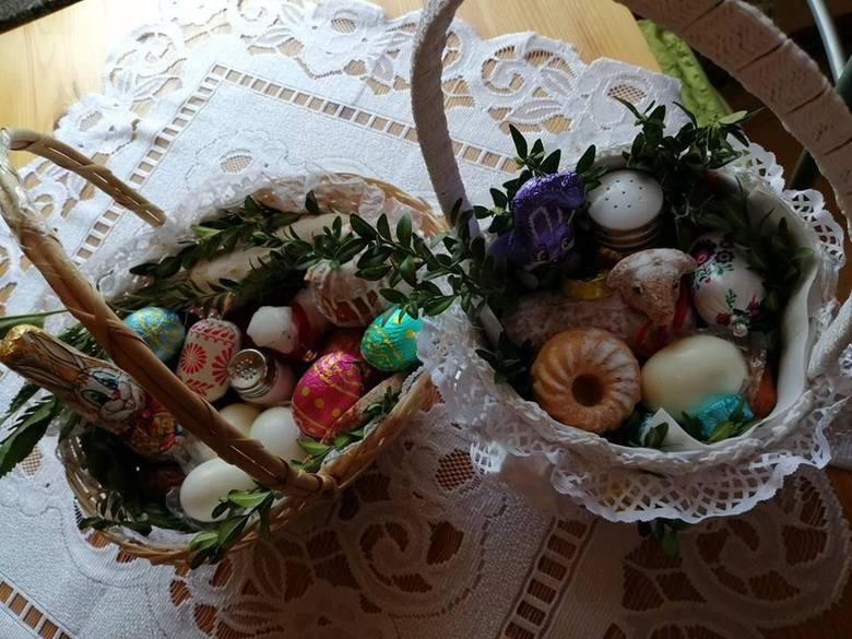 W Wielką Sobotę w  kościołach święcone są pokarmy na Wielkanoc. Tradycja ta sięga w Polsce przełomu XIII i XIV wieku. W różnych regionach Polski koszyczek