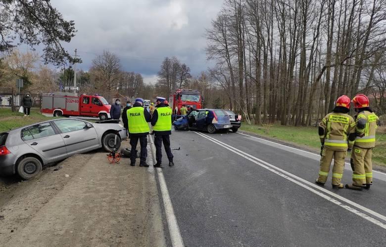 Wypadek w Radomiu. Zderzenie trzech samochodów osobowych , dwie osoby ranne