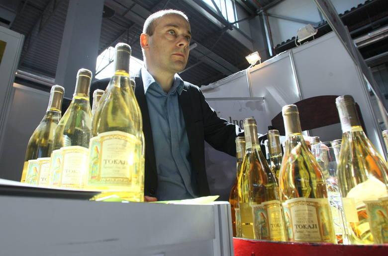 Na targach SACROEXPO w Kielcach zaprezentowano trunki, godne kościelnych dostojnikówWęgierski Tokaj to jedno z ulubionych win mszalnych.