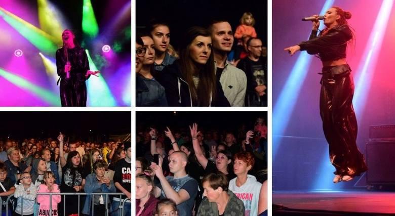 Zespół Red Lips był gwiazdą sobotniej imprezy zorganizowanej z okazji Dni Janikowa. Ruda, niezwykle charyzmatyczna i energetyczna wokalistka grupy, oczarowała