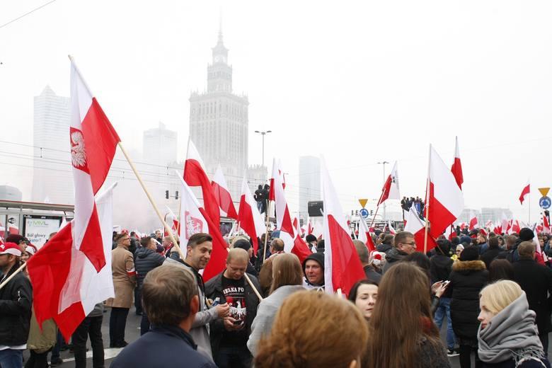 """Marsz Niepodległości 2018 [ZDJĘCIA] FOTORELACJA 11.11 Warszawa Prezydencki Biało-Czerwony Marsz 100-lecia Niepodległości """"Dla Ciebie Polsko&quo"""