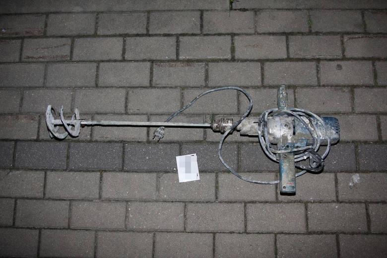 Bielsk Podlaski: Policjant po służbie zatrzymał włamywacza. Chciał ukraść wiertło budowlane (zdjęcia)