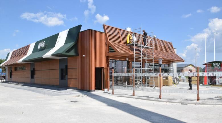 Za kilka dni pierwsza w powiecie jędrzejowskim restauracja sieci McDonald's zostanie otwarta. Lokal znajdujący się w miejscowości Łączyn tuż obok stacji