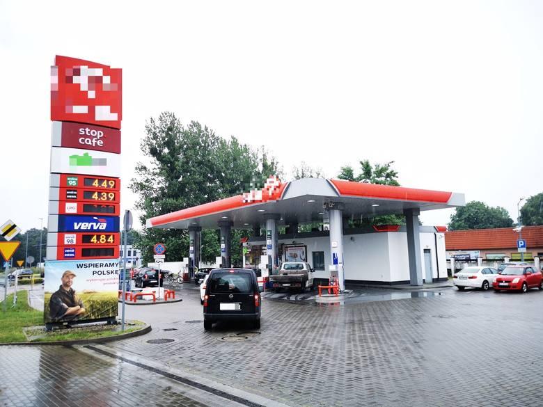 Pracownica stacji paliw w Toruniu przeżyła napad uzbrojonego bandyty, ale musiała iść na wojnę z ZUS-em. Ubezpieczyciel odmówił jej wypłaty zasiłku uznając,