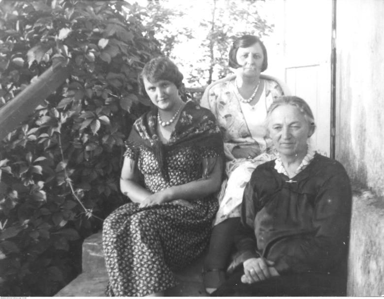 Matka osławionego legionisty, Elżbieta Kula z domu Czajkowska (na pierwszym planie z prawej), była córką kowala ze Świlczy
