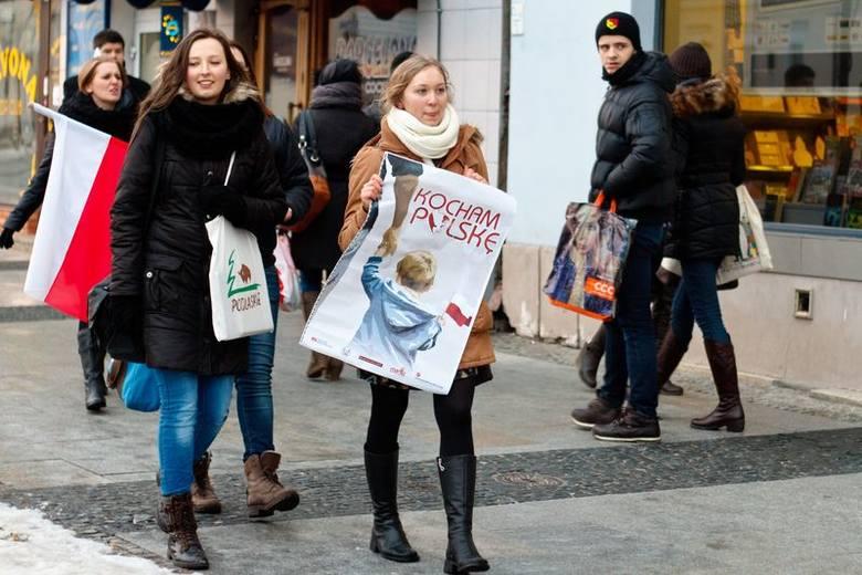 Kocham Polskę: Młodzież Wszechpolska zorganizowała akcję w walentynki (zdjęcia)
