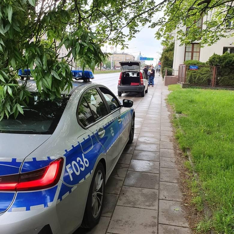 W jedno popołudnie w Łodzi policjanci zatrzymali 15 praw jazdy i 4 dowody rejestracyjne. Jeden kierowca pruł 111 km/godz, bo wiózł pizzę