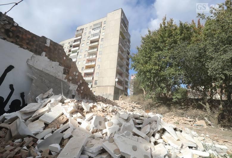 Miasto postawiło na swoim i historyczne kamienice znikają z krajobrazu Niebuszewa. Firmy działające na zlecenie Zarządu Budynków i Lokali Komunalnych