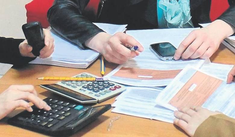 Fiskus przedłuża zwrot VAT. Sprawy trafiają do sądów, a firmy czekają latami