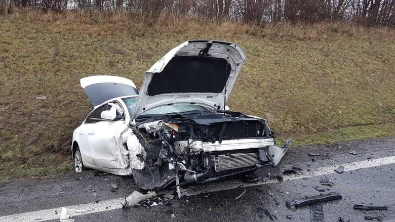 Do tragicznego w skutkach wypadku doszło dziś (sobota, 9.03) w pobliżu wiaduktu w Poganicach. Kierowca golfa włączał się do ruchu na DK 6 wyjeżdżając