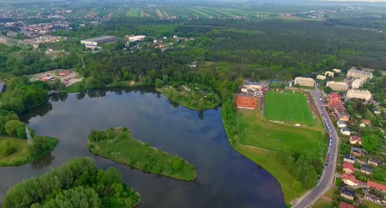 Głowno to niespełna 15-tysięczne miasto leżące na trasie Łódź - Łowicz. Jedną z wizytówek miasta są tereny rekreacyjne nad  zalewem Huta Józefów. Bezpośrednio