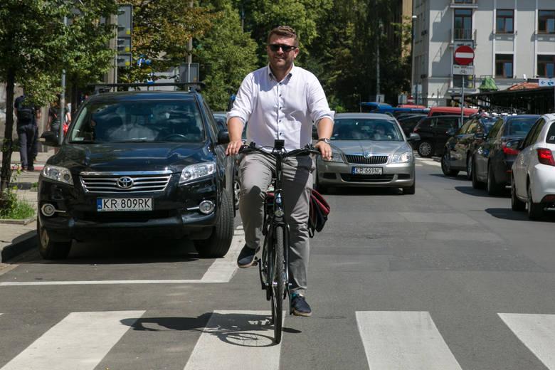 Łukasz Franek, odpowiedzialny za transport w Krakowie, pojechał do Świnoujścia, by wystąpić tam w imieniu prywatnej firmy
