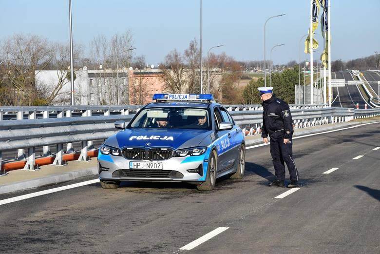 Utrata prawa jazdy za nadmierną prędkość, konieczność zwalniania przed każdym przejściem dla pieszych, a także obowiązująca od kilku miesięcy jazda na