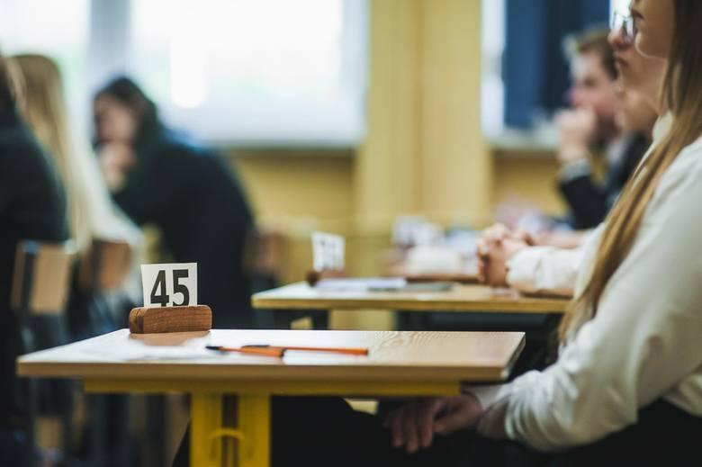 Nowelizacja w sprawie zmiany harmonogramu egzaminów i rekrutacji została podpisana przez ministra Dariusza Piontkowskiego, ale dokłądne terminy wciąż