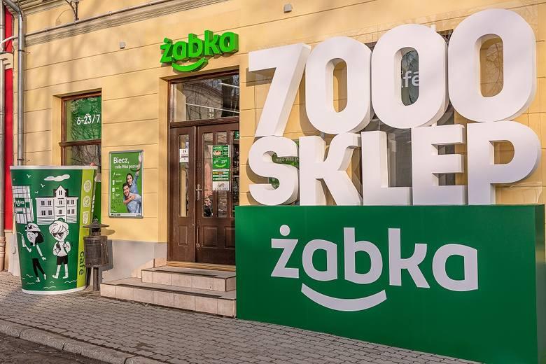 Sklep sieci Żabka przy ul. Rynek 12 w Bieczu w powiecie gorlickim