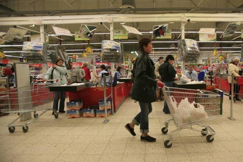 CarrefourNa wynagrodzenie pracowników sklepów Carrefour składa się nie tylko pensja zasadnicza, ale również premie i świadczenia pozapłacowe. Premia