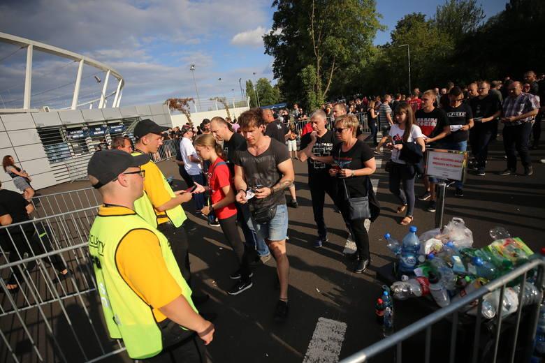 Rammstein na Stadionie Śląskim. Fani liczą na wielkie widowisko. Zobaczcie ZDJĘCIA przed koncertem