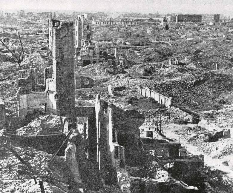 Doszczętnie zniszczona Warszawa. To mogłaby być jedna z pozycji na rachunku wystawionym Niemcom.