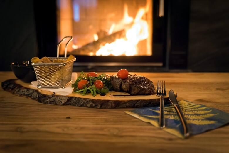 SZKLARNIA to restauracja powstała z pasji do gotowania i miłości do dobrego jedzenia