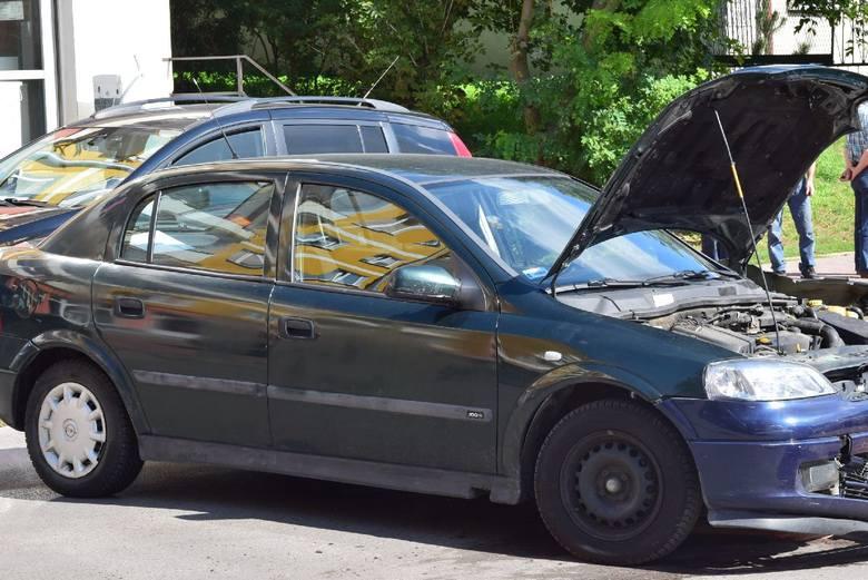 Kolizja na ulicy Polnej w Ostrowcu. Zderzyły się dwa samochody [ZDJĘCIA]
