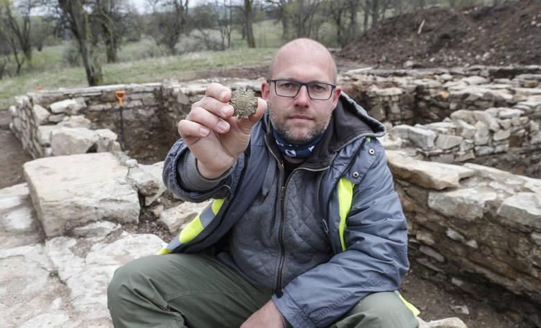 Fascynujące odkrycia archeologiczne w zaginionym Starym Łupkowie.