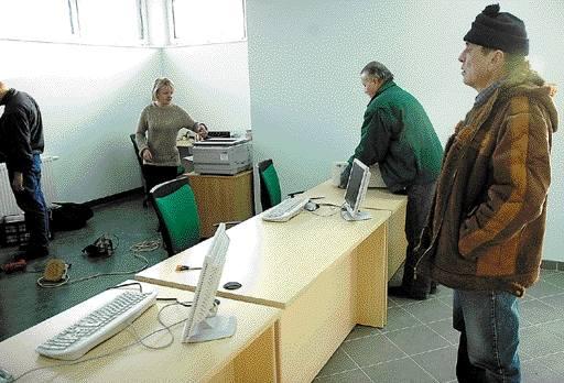 Na ul. Golisza zdajemy nie tylko po nowemu, także w nowej siedzibie Wojewódzkiego Ośrodka Ruchu Drogowego. Wczoraj była przeprowadzka.