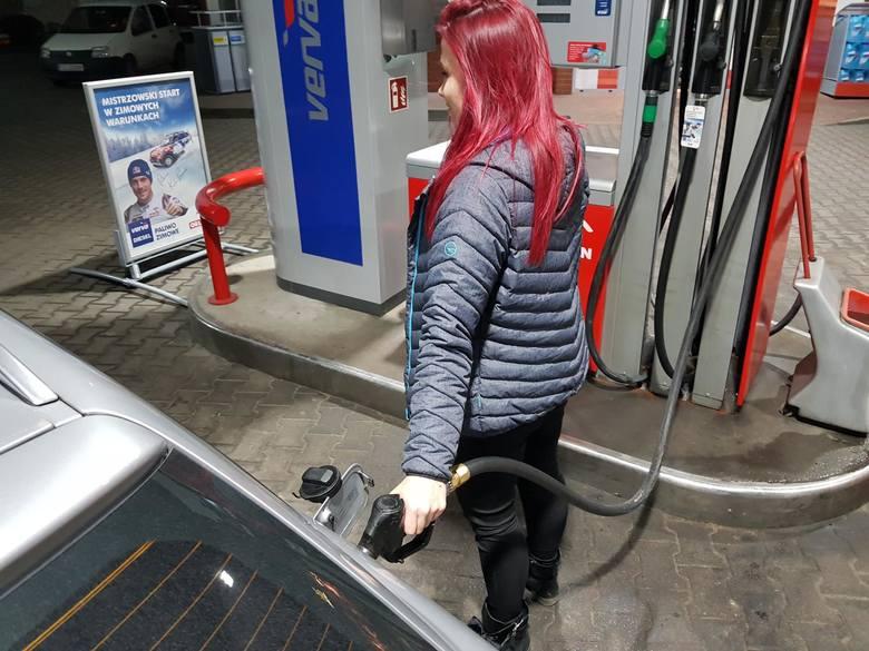 Według danych, przygotowanych przez serwis e-petrol.pl, ceny niektórych paliw poszybują nieco w górę. Kończy się czas najniższych cen z apogeum epidemii