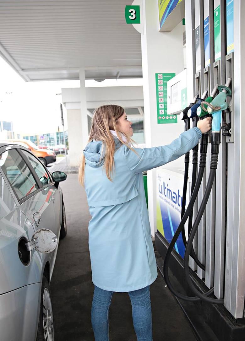 Litr benzyny Pb98 do końca maja ma kosztować 4,32-4,44 zł.