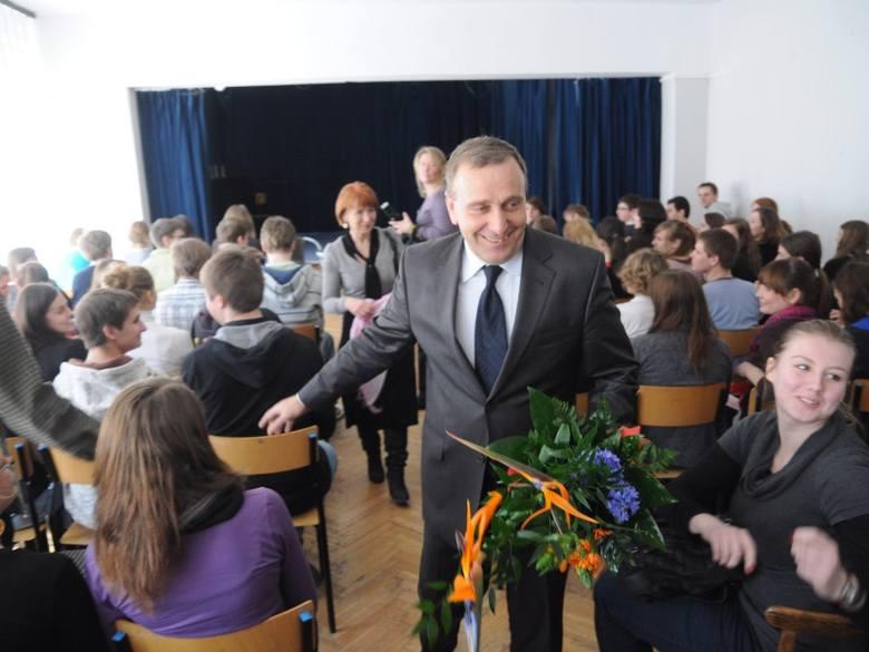 w II Liceum Ogólnokształcącym w Opolu.