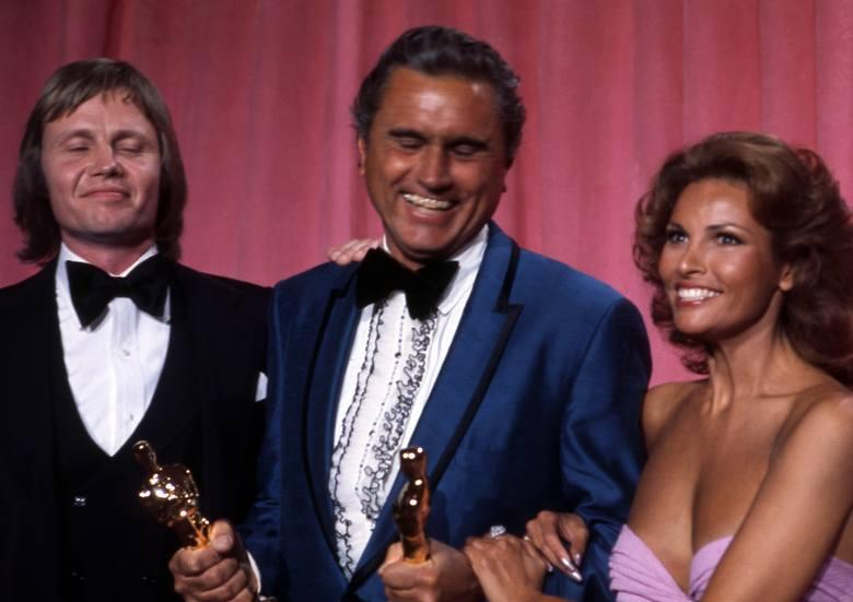 Jon Voight, Fred Koenekamp i Raquel Welch w 1975 r.