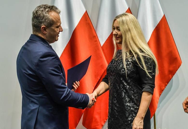 Osiemnaście osób z Ukrainy i Armenii - piętnaście dorosłych i troje dzieci - otrzymało w środę, 4 grudnia polskie obywatelstwo. Uroczystość odbyła się