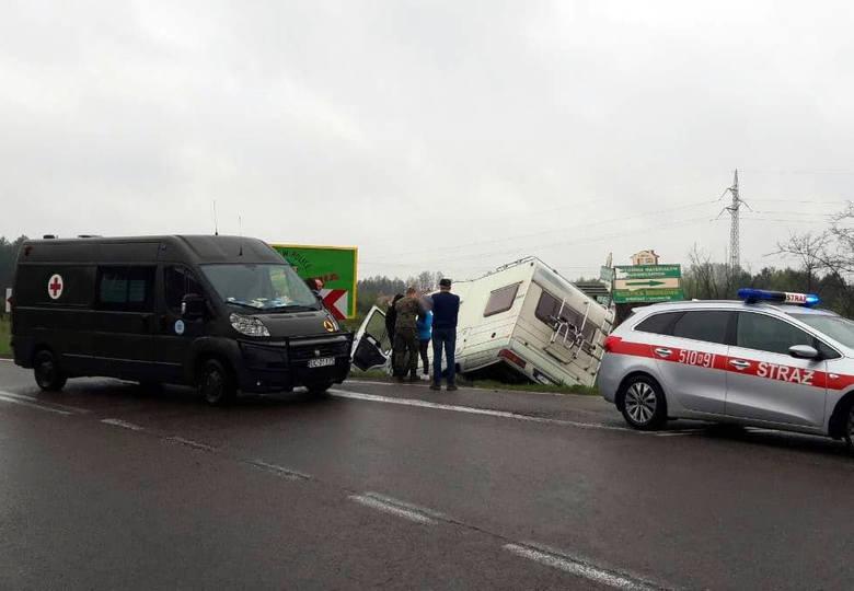Do zdarzenia doszło dziś ok. godz. 8 rano w Nowosielcu k. Niska na DK nr 19. Jak poinformowała nas internautka, do rowu wpadł kamper, a pierwszej pomocy