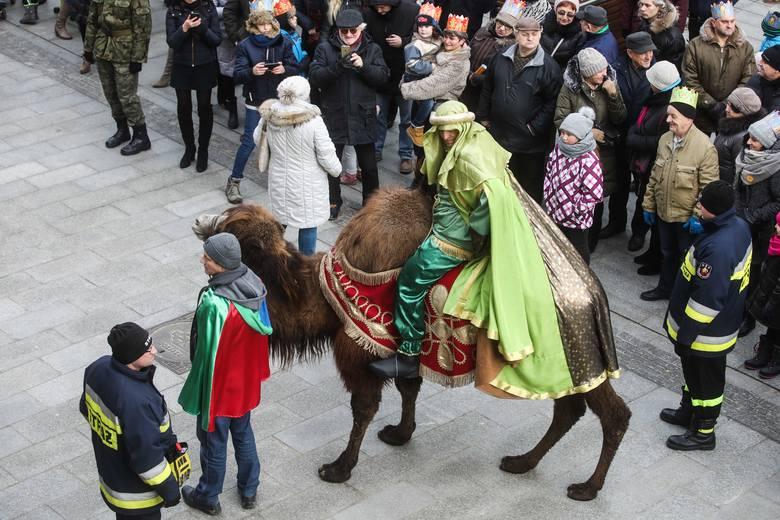 Ulicami Rzeszowa po raz kolejny przeszedł Orszak Trzech Króli. Uczestniczyło w nim tysiące mieszkańców. Zobaczcie zdjęcia.