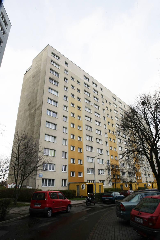 Zaspa, ulica Pilotów 20. Z okien widać blok, w którym mieszkał kiedyś Lech Wałęsa