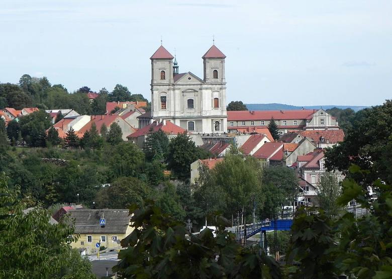 Leżące na Dolnym Śląsku, w pobliżu Gór Bardzkich Bardo, to prawdziwe miasto cudów, a przez to – przystanek pielgrzymkowy. O Bardzie i jego okolicach