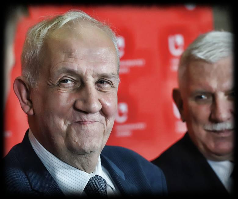 Laureat prof. Andrzej Friszke (z lewej) w towarzystwie prof. Antoniego Różalskiego, rektora Uniwersytetu Łódzkiego