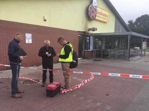 Do zdarzenia doszło w poniedziałek (16 września) nad ranem na ul. Zacisze w Zielonej Górze. Złodzieje wysadzili bankomat znajdujący się w Biedronce.