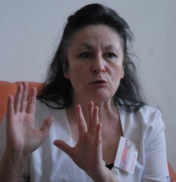 - Pielęgniarki mają coraz więcej pracy, a jeszcze muszą się szkolić za własne pieniądze - mówi Alina Więcko, szefowa związku pielęgniarek w słubickiej