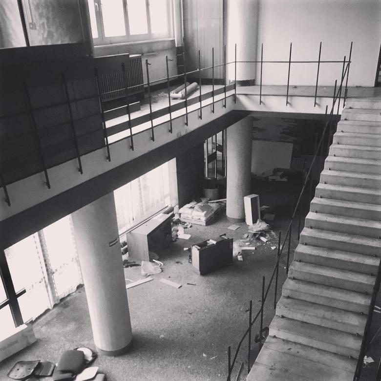 Rozbiórka Domu Marynarza w Szczecinie. W środku klimat jak po apokalipsie. Zdjęcia Internautów
