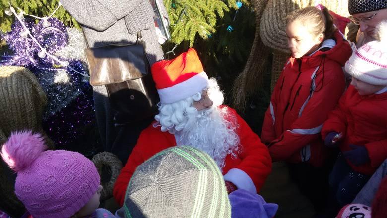 Jarmark świąteczny na katowickim rynku trwa. Dziś można tu było spotkać także świętego Mikojała. Nie zabrakło też reniferów i sań. Świątecznych akcentów